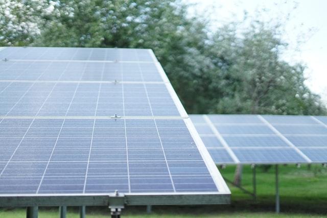 Placas solares y su producción eléctrica en el año